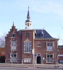 Raadhuis met uurwerk schoten