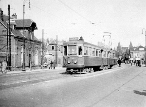 soendaplein_hlem_met_in_of_uitrukkende_dienst_naar_leiden_norm_eindpunt_hlem_station_1948